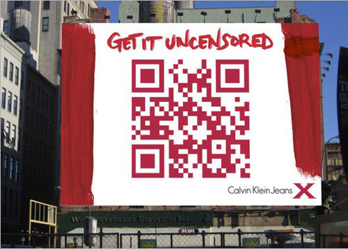 QR-kod i reklamskylt med texten Get it uncensored